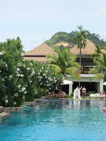 Naithonburi Beach Resort: Swimming pool