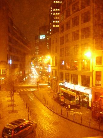 Astrid Centre Hotel Brussels: View of the room towards the street