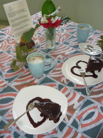 Alibi's Well: Delicious Chocolate Cake & Coffee