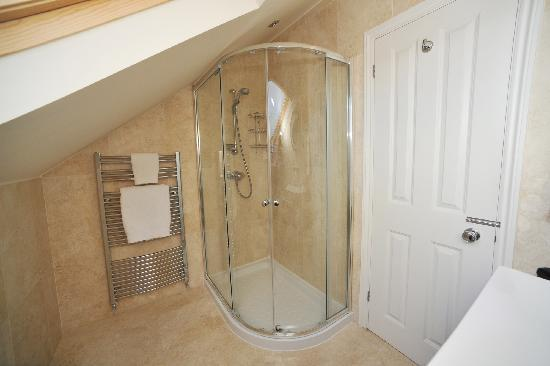 En suite shower picture of the lilac door london for Very small ensuite ideas
