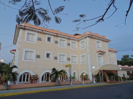 Hotel Dos Mares: The Hotel from outside