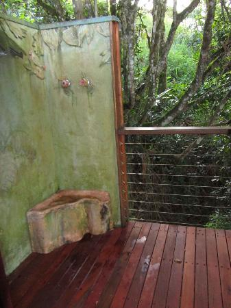 Mt Quincan Crater Retreat: shower outside!