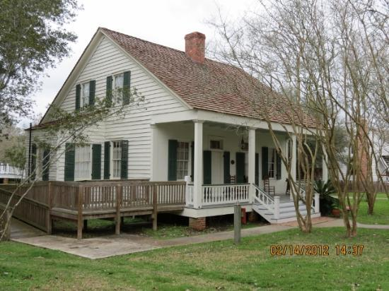 Building on grounds picture of vermilionville lafayette for Acadian cottage house plans