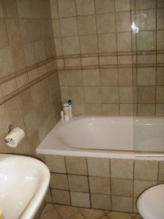 Clubhotel Petit Palais: bathroom