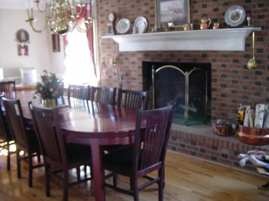 Magnolia Manor: Dining room