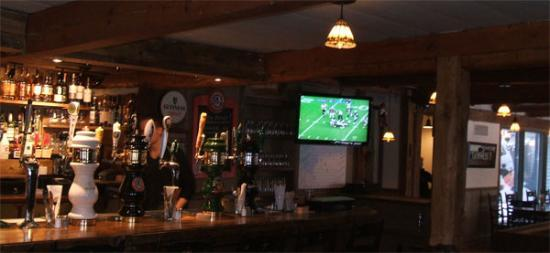 Ye Olde Orchard Pub & Grill : The bar with 19 different beers on tap