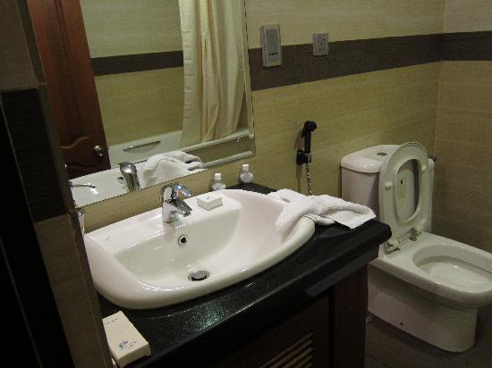 Serenediva Colombo Transit: Toothbrush, soap, shampoo, etc.