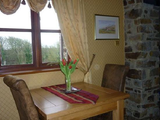 Bagbury Byre: The smaller dining table at Bagbury