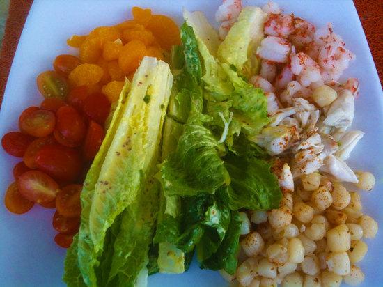 Sea Level Restaurant and Ocean Bar: Sea Level Seafood Trio Salad