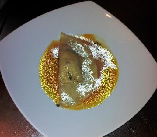 Il Portico: Tortellone siciliano su crema di zucca