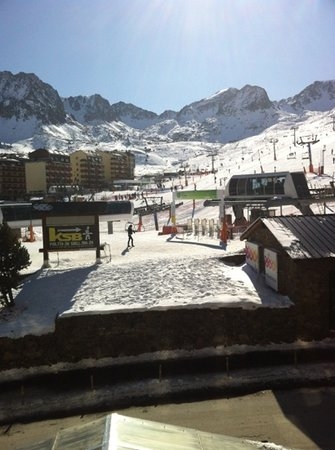 Hotel De Les Pistes : What you can see from a mountain view room.