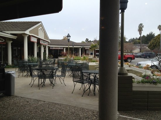 Pacific Coffee Roasting Company: Patio View