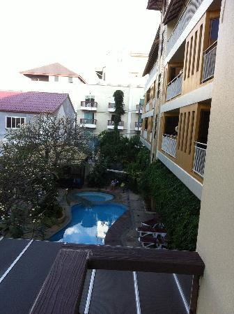 Poppa Palace Hotel Phuket: another pool view