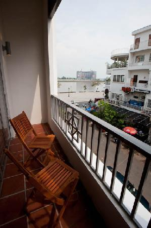 Riverside Suites: Junior Suite Balcony