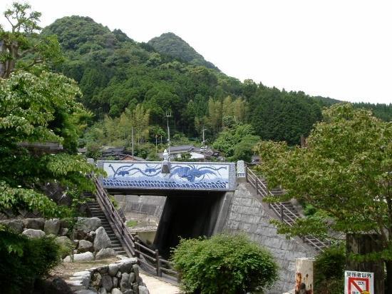 Imari, Japón: Distant view of the ceramic bridge