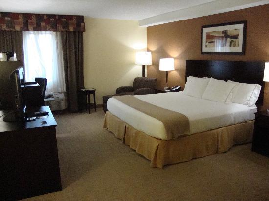 Holiday Inn Express and Suites Fort Lauderdale Executive Airport : chambre