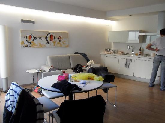 Il salotto cucina divano letto foto di valenciaflats - Divano in cucina ...