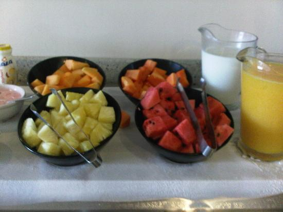 Tijuana Marriott Hotel: Delicious fresh fruit for breakfast.