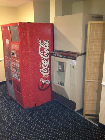 Bristol Harbor Inn : vending and ice outside the elevator