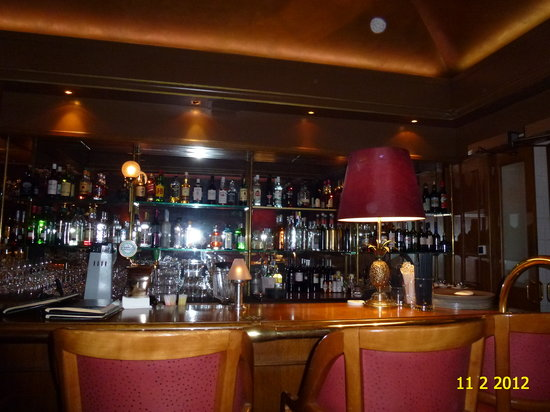Funky Claude's Bar : INSIDE HARRY'S NEW YORK BAR OF FAIRMONT LE MONTREUX PALACE.