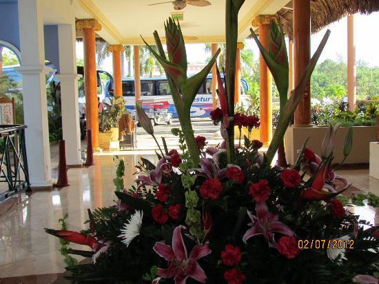Iberostar Varadero: Lobby looking towards entrance