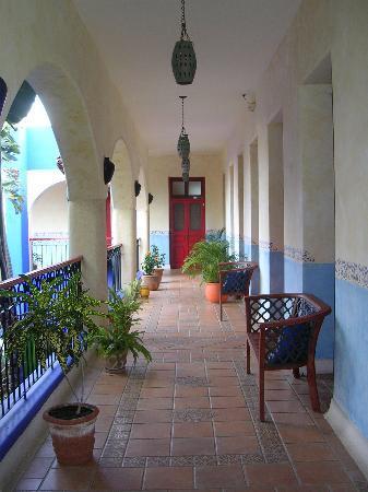 Hotel Medio Mundo: Corridoio su cui si affacciano le camere