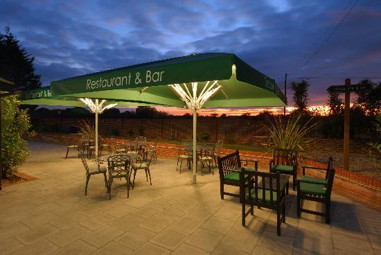 Crouchers Hotel: sunset terrace