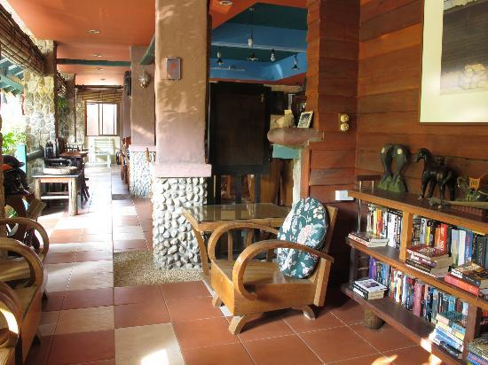 Casa Brazil Homestay & Gallery: common area