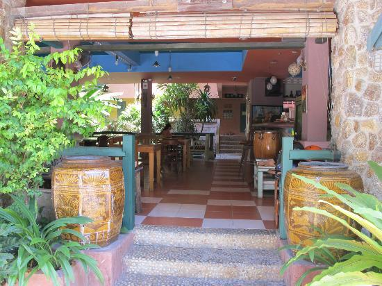 Casa Brazil Homestay & Gallery: the entrance