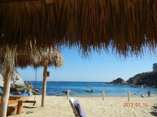Ocean Huatulco: The beach at Cosmo