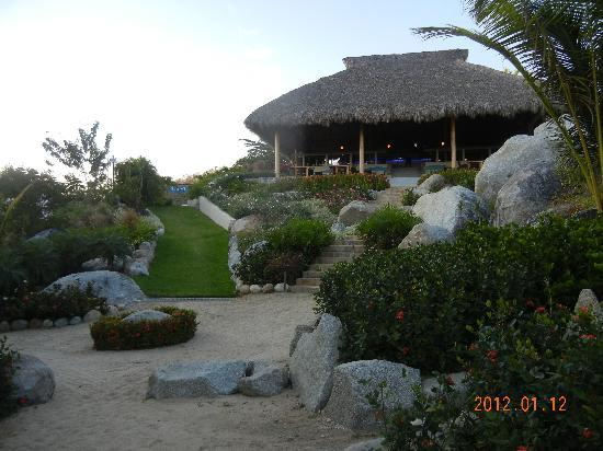 Ocean Huatulco: The view of the bar from the beach