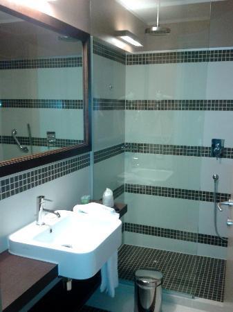 Ramada Plaza Milano: bathroom
