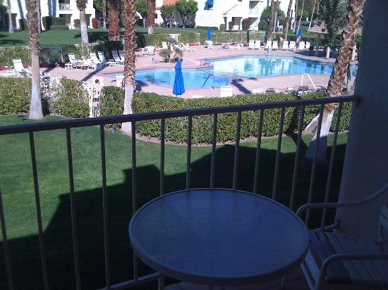 Desert Breezes Resort: 2nd Floor Balcony Facing Pool