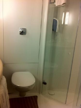 Ibis Bristol Temple Meads Quay: bathroom