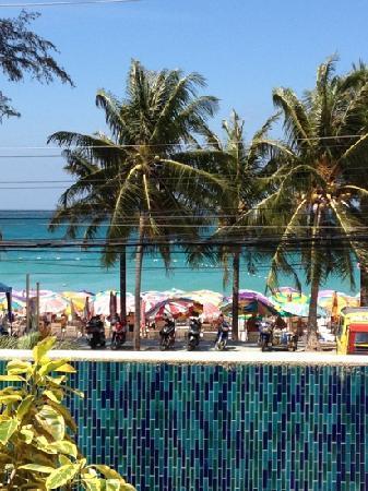 B-Lay Tong Phuket: vue de la piscine