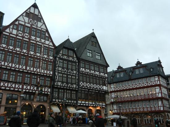 Frankfurt on Foot Walking Tours: Another square in town (with historical photos during WWII to compare to!)