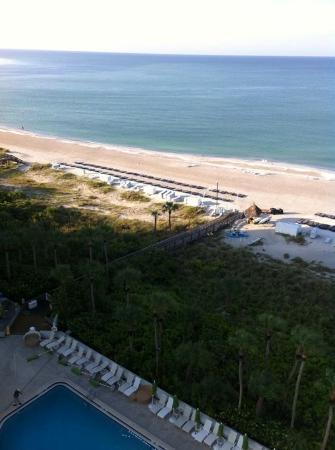 Resort at Longboat Key Club: Beach View Club Suite