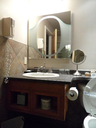 Bentley's Inn: Bathroom