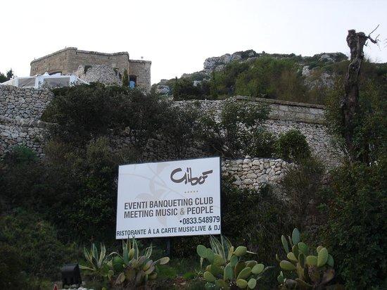 Gibo: Blick auf das Gibò von der Küstenstrasse aus