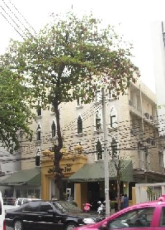 Bhiman Inn: Hotel von der Straßenseite