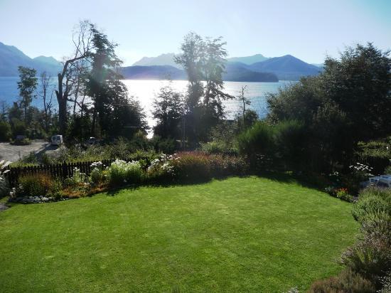 Hosteria Le Lac: Vista al jardin