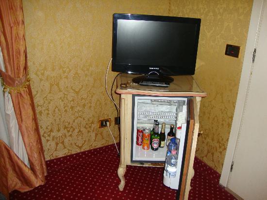 Hotel Castello: frigobar bastante completo