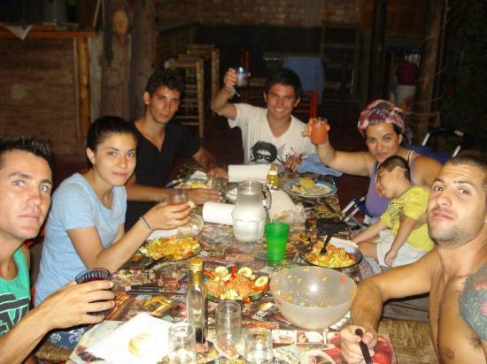 Carahue Hostel : La cena y la tertulia nocturna ;)