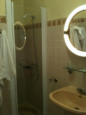 Hotel Marinette : salle d'eau