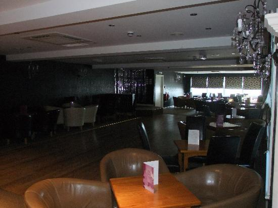 Cliffdene Hotel: The Bar area and lounge area