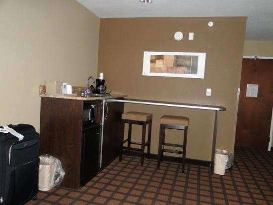 Microtel Inn & Suites by Wyndham Council Bluffs: Suite