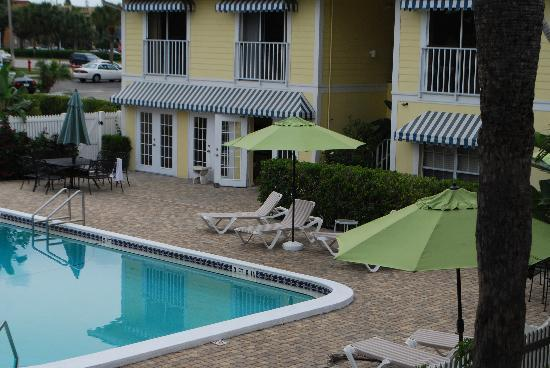Naples Courtyard Inn: Pool Area