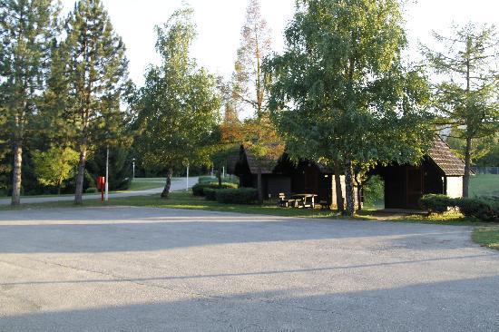 Bungalows at Campsite Korana: Vista generale della zona bungalow