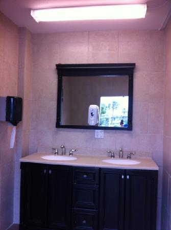 Fort Pierce KOA: Pristine, upscale private shower and bathroom at the Ft. Pierce KOA RV Park