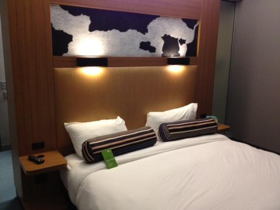 Aloft Frisco: King Bed Room
